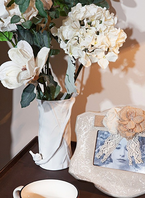 Love Letter Beyaz Heykel Porselen Vazo Beyaz